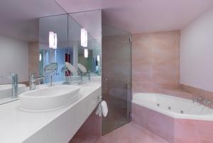 sheraton noosa bathroom